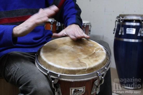 jeu de mains sur un tambour Moperc