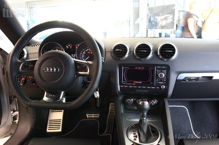 au volant automobile Audi TT-S
