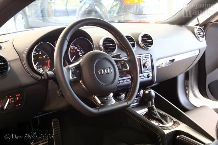 automobile Audi TT-S intérieur