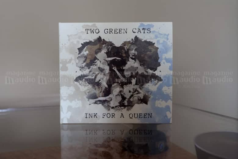two green cats