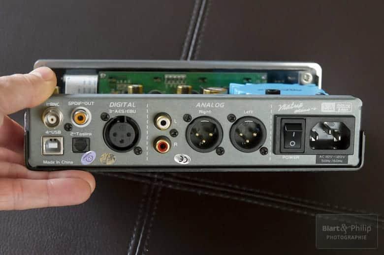 Vue sur les connexions arrières du DAC Matrix i-Mini