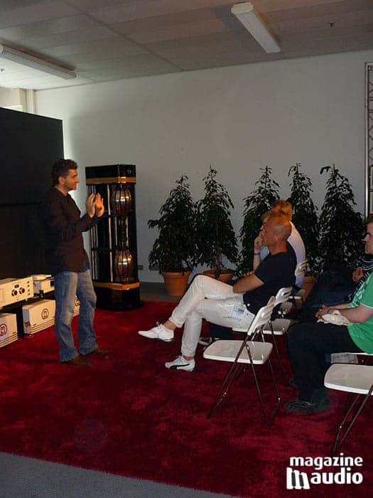 Martin Vatter au salon de Munich en 2012 devant le système MBL en démonstration