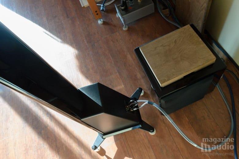 Câbles de haut-parleurs Blueberry Hill Audio modèles Basis et cordon d'alimentation électrique de Reference au magazine connecteurs FI-50 carbone rhodium Furutech