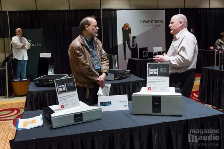 Monsieur Gilles Dupuis, le propriétaire de Linar Audio (à droite).
