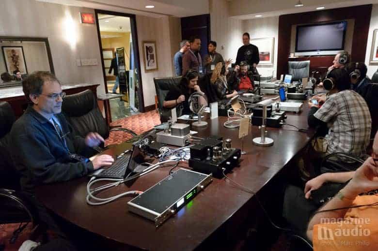 Todd Garfinkle (MA Recording) en avant plan et Jack de chez Woo Audio au fond de la pièce.