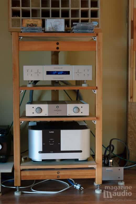 De haut en bas: lecteur CDP integris de chez Aurum Acoustics, amplificateur intégré Stormaudio V55 et amplificateur Classé Audio CA 2200