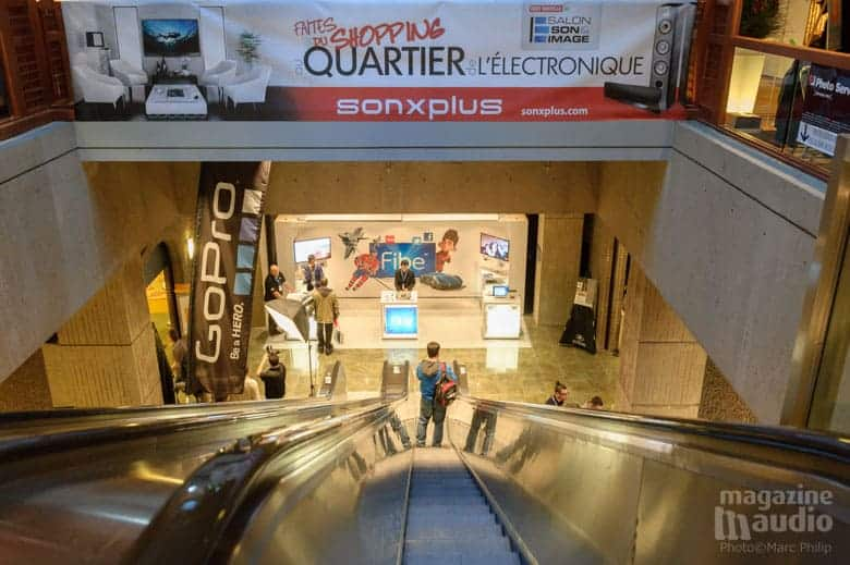 SONXPLUS et la quartier de l'électronique en bas à droite des escaliers mécaniques.