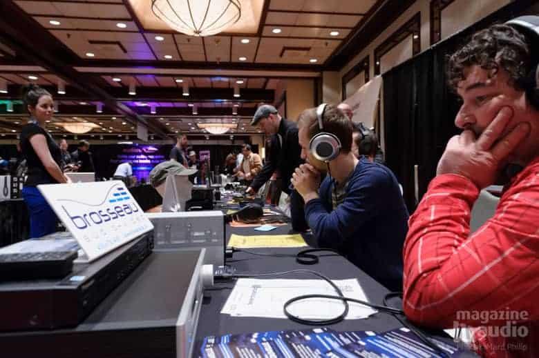 Ecoute de musique au casque stéréo dans la Zone Audio Personnel lors du SSI 2013