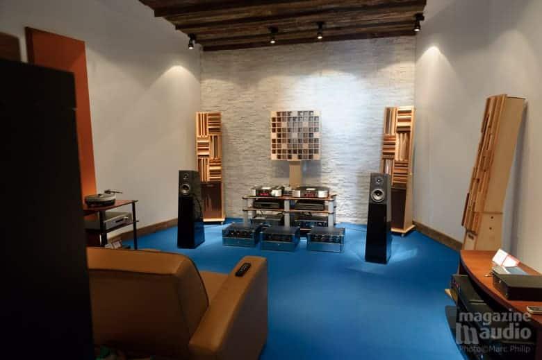 Système Moon de Simaudio et enceintes acoustiques Verity Audio modèle Finn dans la salle de référence de Brosseau.