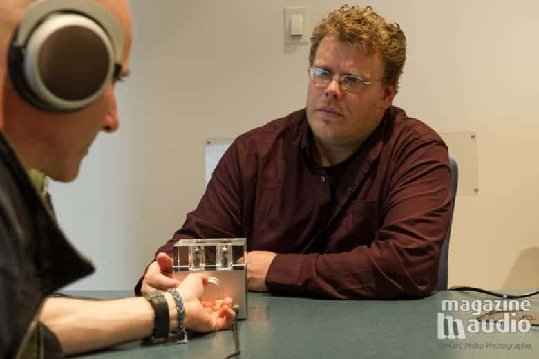 Patrick et moi en train d'essayer les écouteurs T90 Beyerdynamic et l'ampli Woo Audio Fireflies WA-7