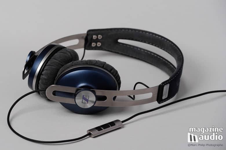 Momentum On-Ear by Sennheiser, ici présenté en bleu.
