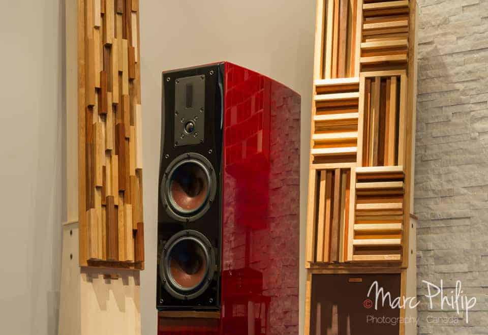 Dali Helicon 400 mk II + bass corners/diffracteurs modèles Silhouette et Panthéon de chez Pro Design Audio (fait au/made in Canada) panneaux conçus spécifiquement pour travailler les basses fréquences.