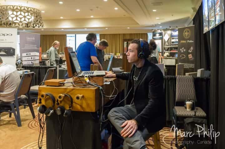 Stephan Ritch de Grado Canada écoute sa musique depuis une carte SD via un Mac Book Pro + Amarra player