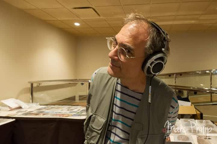 Todd Garfinkle vous invite à une écoute de musique avec son casque Sony de 10 ans d'âge, mais qui sonne super bien.