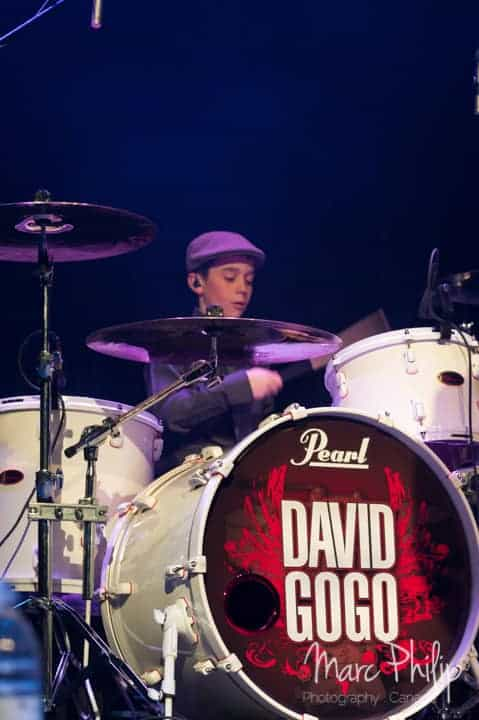 John 'the Stickman' à la batterie avec David Gogo
