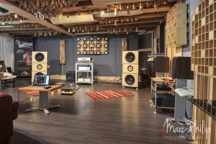 Une paire de bass corner de chez Pro Design Audio complète le tout