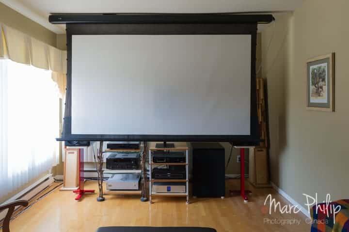 M&K Sound s300 THX + X12 THX Ultra 2 subwoofer, écran déployé