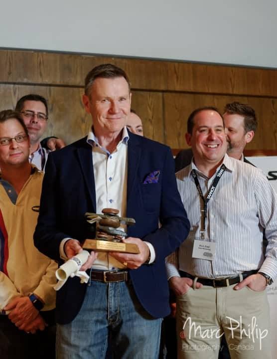 John Banks lors de sa remise de prix, saluant son parcours professionnel.