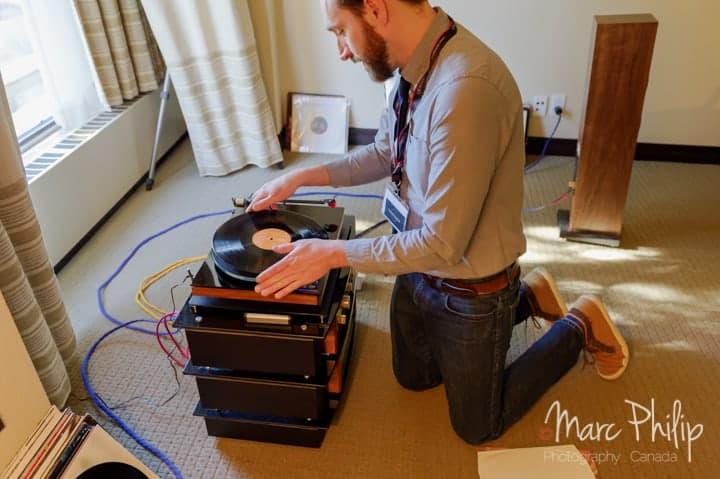Phonographe et Luna Câbles, Danny Labrecque à l'œuvre.