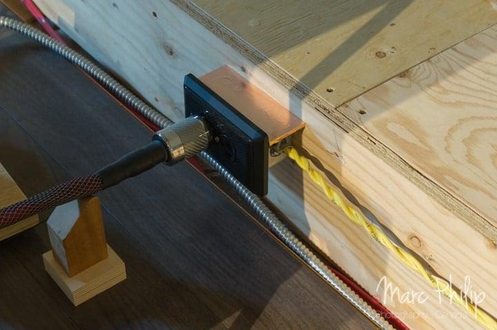 Prise murale et cordon AC équipé de GTX-NCF(R) pour nos tests